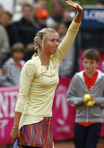 19 05 2010. WTA Womens Open Tennis Strasbourg France.   Maria Sharapova RUS waves to crowd after her single match win