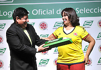 BOGOTA - COLOMBIA - 10-03-2015: Luis Bedoya (Izq.) Presidente de la Federacion Colombiana de Futbol (FCF), y Luz Mary Guerrero (Der.), Presidenta de Servientrega, durante la firma de la alianza de Servientrega, como colaborador oficial de la Selección Colombia de Futbol, con la designación de Logistica Oficial. / Luis Bedoya, president of the Colombian Football Federation (FCF) and Luz Mary Guerrero (R) during the signing of the alliance of Servientrega, collaborador of Colombia Soccer team with the appointment of Official Logistics. / Photo: VizzorImage / Luis Ramirez / Staff.