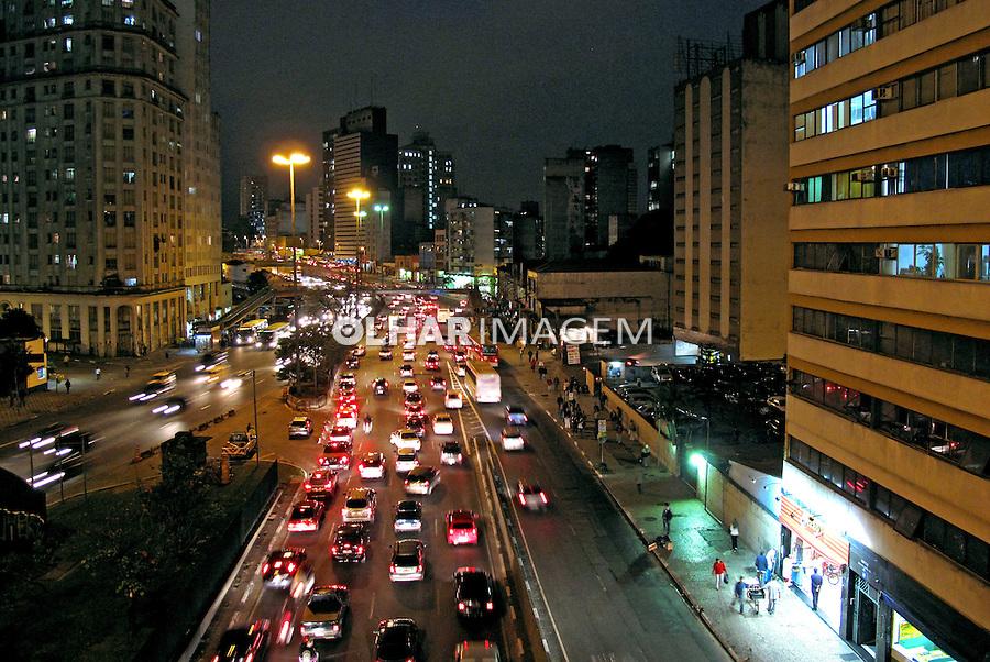 Noite na cidade. Avenida Prestes Maia. São Paulo. 2009. Foto de Juca Martins.