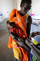 "Afrika Suedsudan Rumbek , Diakonie Gesundheitsstation Agangrial in Cuibet County , Impfung fuer Kinder - Gesundheit | .Africa South Sudan Rumbek , health center, vacination for children .| [ copyright (c) Joerg Boethling / agenda , Veroeffentlichung nur gegen Honorar und Belegexemplar an / publication only with royalties and copy to:  agenda PG   Rothestr. 66   Germany D-22765 Hamburg   ph. ++49 40 391 907 14   e-mail: boethling@agenda-fototext.de   www.agenda-fototext.de   Bank: Hamburger Sparkasse  BLZ 200 505 50  Kto. 1281 120 178   IBAN: DE96 2005 0550 1281 1201 78   BIC: ""HASPDEHH"" ,  WEITERE MOTIVE ZU DIESEM THEMA SIND VORHANDEN!! MORE PICTURES ON THIS SUBJECT AVAILABLE!! ] [#0,26,121#]"