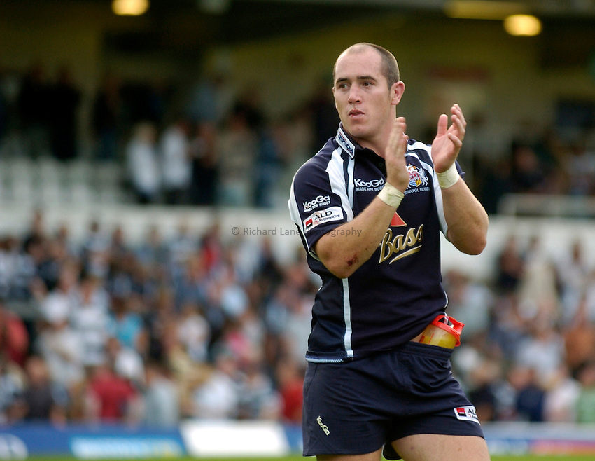 Photo: Richard Lane..Bristol Rugby v London Wasps. Guinness Premiership. 24/09/2006. .Bristol's Shaun Perry applauds the fans.