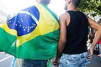 SAO PAULO, SP, 04.05.2014 - PARADA DO ORGULHO LGBT - Casal,  durante o Festival do  Orgulho LGBT na tarde deste Domingo, 4 na Avenida Paulista, regiao central da  cidade de São Paulo. (Foto: Andre Hanni /Brazil Photo Press).