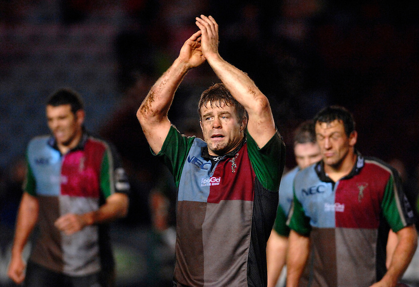 Photo: Richard Lane..NEC Harlequins v Bath Rugby. Guinness Premiership. 06/01/2007. .Quins' captain, Paul Volley applauds the fans.