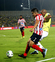 BUCARAMANGA-COLOMBIA, 07-03-2020: Daniel Restrepo de Atletico Bucaramanga y Sherman Cardenas de Atletico Junior disputan el balon, durante partido entre Atletico Bucaramanga y Atletico Junior, de la fecha 8 por la Liga BetPlay DIMAYOR I 2020, jugado en el estadio Alfonso Lopez de la ciudad de Bucaramanga. / Daniel Restrepo of Atletico Bucaramanga and Sherman Cardenas of Atletico Junior vie for the ball during a match between Atletico Bucaramanga and Atletico Junior, of the 8th date for the BetPlay DIMAYOR I Legauje 2020 at the Alfonso Lopez stadium in Bucaramanga