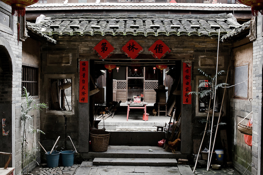 The Tulou of the Lin clan, in the background a small shrine dedicated to Guanyin Pusa.