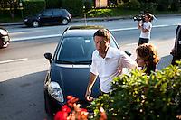 Lecco: Matteo Renzi in viaggio verso Bergamo, durante la sua campagna elettorale per le primarie del PD.
