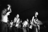 Pavia, gente balla a un concerto --- Pavia, people dancing at a concert