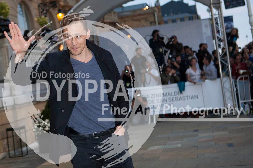 Tom Hiddleston arrives