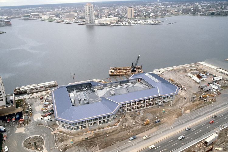 1982 December 06..Redevelopment.Downtown South (R-9)..WATERSIDE.CONSTRUCTION PROGRESS...NEG#.NRHA#..