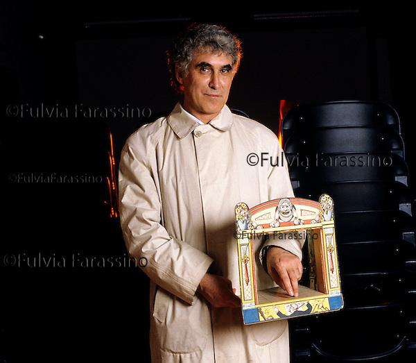Franco Quadri ritratto al Lido di Venezia  durante la Biennale del 1986.