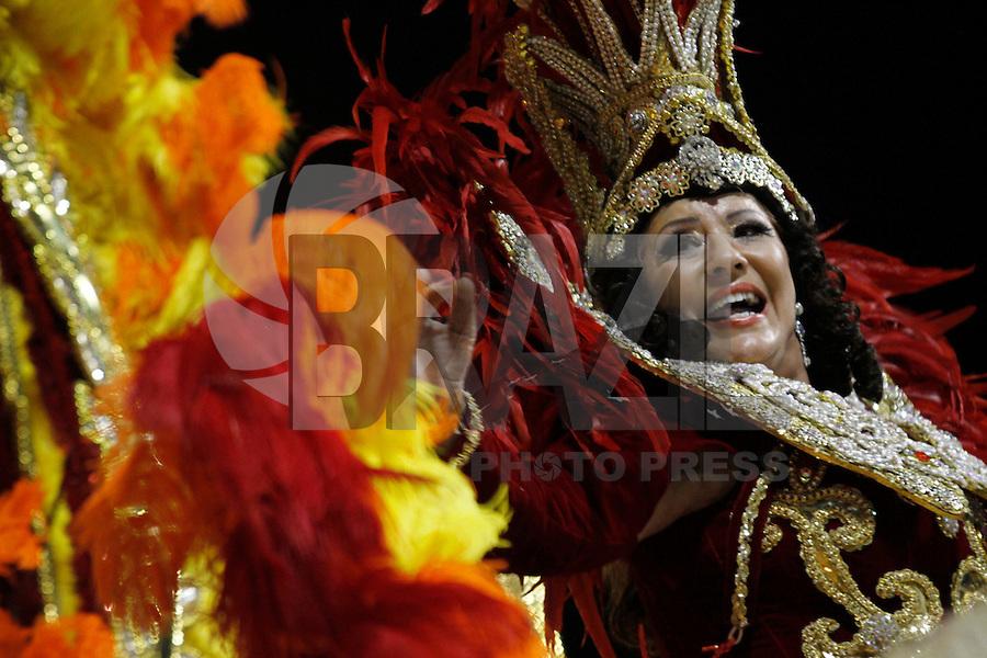 SAO PAULO, SP, 24 DE FEVEREIRO 2012 - CARNAVAL SP DESFILE CAMPEAS - VAI - VAI  - Integrante da escola de samba Nene de Vai -Vai durante desfile das campeãs  do Carnaval 2012 de São Paulo, no Sambódromo do Anhembi, na zona norte da cidade, (FOTO: ALE VIANNA - BRAZIL PHOTO PRESS)