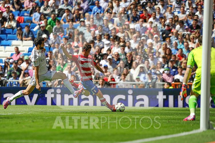 Real Madrid´s goalkeeper Iker Casillas and Alvaro Arbeloa and Granada´s  during 2014-15 La Liga match between Real Madrid and Granada at Santiago Bernabeu stadium in Madrid, Spain. April 05, 2015. (ALTERPHOTOS/Luis Fernandez)