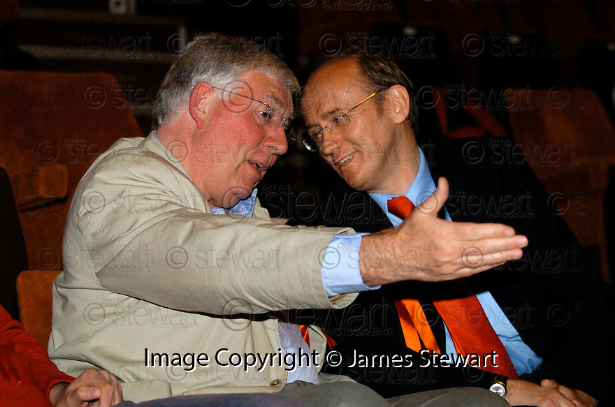 06/05/2005         Copyright Pic : James Stewart.File Name : jspa06_ochil south perthshire.OCHIL & SOUTH PERTHSHIRE.LABOUR CANDIDATE GORDON BANKS TALKS TO OUT GOING LABOUR MP MARTIN O'NEIL...Payments to :.James Stewart Photo Agency 19 Carronlea Drive, Falkirk. FK2 8DN      Vat Reg No. 607 6932 25.Office     : +44 (0)1324 570906     .Mobile   : +44 (0)7721 416997.Fax         : +44 (0)1324 570906.E-mail  :  jim@jspa.co.uk.If you require further information then contact Jim Stewart on any of the numbers above.........A