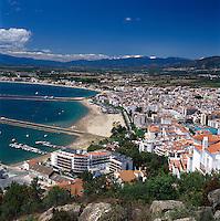 Spain, Catalonia, Costa Brava, Roses: View of Town andBay | Spanien, Katalonien, Costa Brava, Roses: Uebersicht ueber Stadt und Bucht