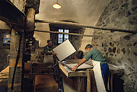 Europe/France/Auverne/63/Puy-de-Dôme/Env. d'Ambert/Moulin Richard-de-Bas : Musée historique du papier - Fabrication artisanale du papier  // Europe, France, Auverne, Puy-de-Dôme, Env. d'Ambert: Richard de Bas paper mill and museum <br />  [Non destiné à un usage publicitaire - Not intended for an advertising use]