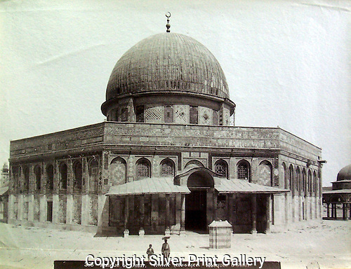 View of the Mosque of Omar on Temple Mount in Jerusalem by American Colony Photographers, c. 1900