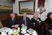 SCHAATSEN: HINDELOOPEN: Schaatsmuseum, 18-01-2013, Elfstedenreünie van de Elfstedentocht van 1963, winnaar Reinier Paping, Jan Uitham en Jeen van den Berg, ©foto Martin de Jong