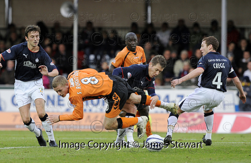 01/11/2008  Copyright Pic: James Stewart.File Name : sct_jspa04_falkirk_v_dundee_utd.SCOTT ROBERTSON AND BURTON O'BRIEN CHALLENGE.James Stewart Photo Agency 19 Carronlea Drive, Falkirk. FK2 8DN      Vat Reg No. 607 6932 25.Studio      : +44 (0)1324 611191 .Mobile      : +44 (0)7721 416997.E-mail  :  jim@jspa.co.uk.If you require further information then contact Jim Stewart on any of the numbers above.........