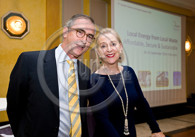BRUSSELS - BELGIUM - 24 September 2014 -- 7th Confederation of European Waste-to-Energy Plants (CEWEP) Waste-to-Energy Congress 2014 - Local Energy from Local Waste - Affordable, Secure & Sustainable. -- Phoenix Award 2014 - Jan Manders, CEWEP Deputy President, Phoenix Award 2014 winner with his wife. -- PHOTO: Juha ROININEN / EUP-IMAGES
