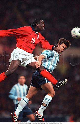 EMILE HESKEY, ENGLAND 0 v Argentina 0, Wembley 000223. Photo: Matthew Clarke/Action Plus...2000.Soccer.Header headers.International.football.internationals.association