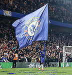 Chelsea's Willian waves a Chelsea flag during the Premier League match at Stamford Bridge Stadium, London. Picture date: May 15th, 2017. Pic credit should read: David Klein/Sportimage