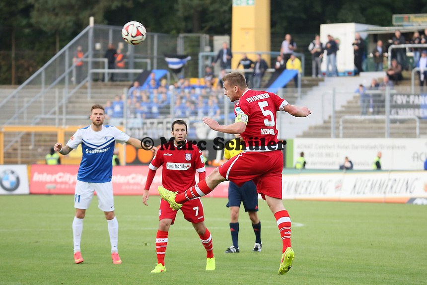Manuel Konrad (FSV) wehrt ab - SV Darmstadt 98 vs. FSV Frankfurt, Stadion am Boellenfalltor