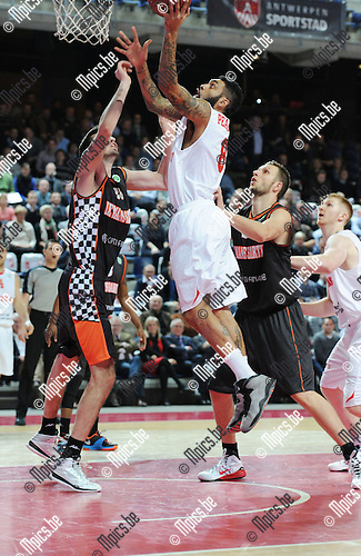 2014-12-02 / Basketbal / seizoen 2014-2015 / Antwer Giants - Le Mans / Ryan Pearson met een score voor de Giants<br />