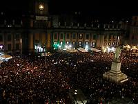 Napoli oltre 10000 sardine in piazza Dante