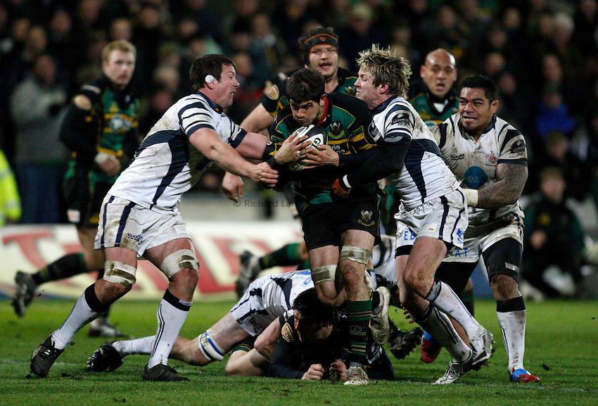 Photo: Richard Lane/Richard Lane Photography. Northampton Saints v Bristol Rugby. Guinness Premiership. 03/01/2009. Saints' Scott Gray attacks.