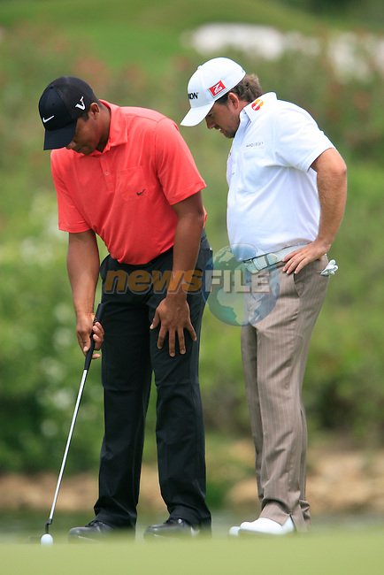 Jhonattan Vegas (VEN) shows Graeme McDowell (N.IRL) and calls for a referee after his ball moved on the 3rd green during the afternoon session on Day 2 of the Volvo World Match Play Championship in Finca Cortesin, Casares, Spain, 20th May 2011. (Photo Eoin Clarke/Golffile 2011)