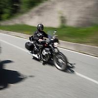 Motociclisti nei pressi della Colma ..Motorbiker near La Colma