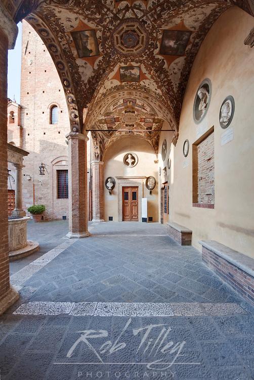 Europe, Italy, Tuscany, Siena, Plazzo Chigi Saracini