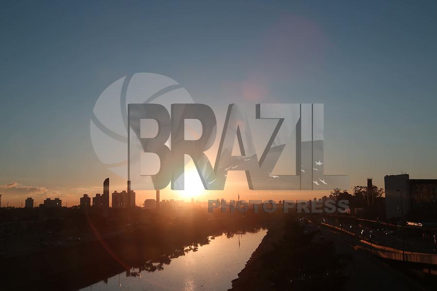SAO PAULO, SP, 26/05/2012, CLIMA TEMPO.<br /> <br /> Manh&atilde; ensolaradas nesse Sabado (26) em S&atilde;o Paulo.<br /> <br /> Luiz Guarnieri/ Brazil Photo Press