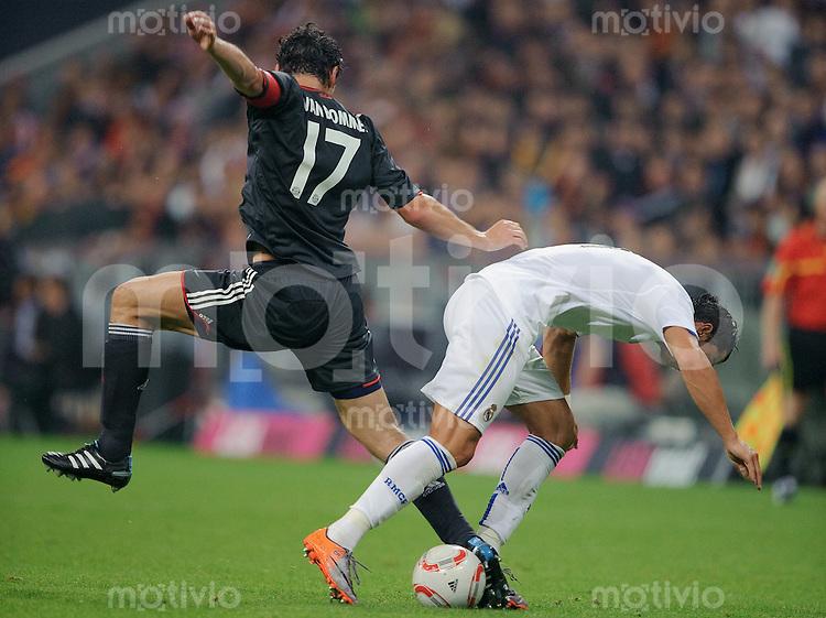 Fussball Franz Beckenbauer Abschiedsspiel FC Bayern Muenchen - Real Madrid Cristiano RONALDO (Real, r) gegen Mark VAN BOMMEL (FCB).