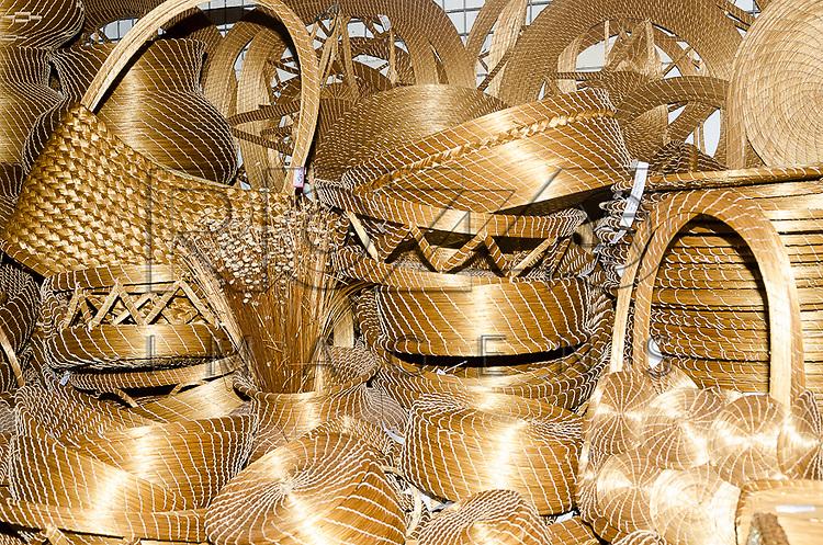 Artesanatos de capim dourado, Olinda - PE, 12/2012.