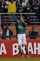 ATENÇÃO EDITOR: FOTO EMBARGADA PARA VEÍCULOS INTERNACIONAIS - SÃO PAULO, SP, 29 DE SETEMBRO DE 2012 - CAMPEONATO BRASILEIRO - PALMEIRAS x PONTE PRETA: Barcos (c) comemora gol do Palmeiras durante partida Palmeiras x Ponte Preta, válida pela 27ª rodada do Campeonato Brasileiro no Estádio do Pacaembú. FOTO: LEVI BIANCO - BRAZIL PHOTO PRESS