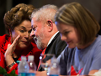 BRASÍLIA, DF, 05.07.2017 - PT - DIRETORIO -     O ex-presidente Lula, a ex-presidente Dilma Rousseff e a presidente do PT, Gleisi Hoffmann, durante a posse do Diretório Nacional do PT, no Centro de Convenções Brasil 21, em Brasília, nesta quarta, 05. (Foto: Ed Ferreira/Brazil Photo Press).
