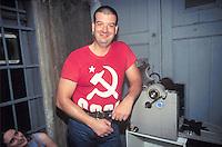 """- Milano 1998, festa della nostalgia di Radio Popolare, militante  comunista """"angelo del ciclostile"""".."""