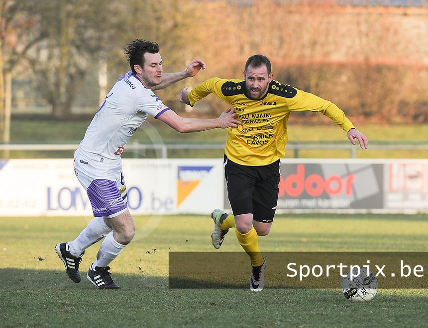 SCT Menen - RC Harelbeke :<br /> Bart Buysse (R) in strijd met Jens Noppe (L<br /> <br /> Foto VDB / Bart Vandenbroucke