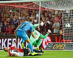 Nederland, Rotterdam, 13 september 2014<br /> Eredivisie<br /> Seizoen 2014-2015<br /> Feyenoord-Willem ll<br /> Frank van der Struijk (m.) van Willem ll scoort de 0-1 en laat Kenneth Vermeer (r.), keeper (doelman) van Feyenoord kansloos. Links Lex Immers, aanvoerder van Feyenoord.