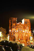 In Vienne, the Saint Maurice cathedral built between the 12th twelfth and 16th sixteenth century. Both Roman and Gothic in style. The three front porticos were date from the 14th fourteenth century. Night view with the cathedral floodlit.   Vienne, Isère Isere, France, Europe