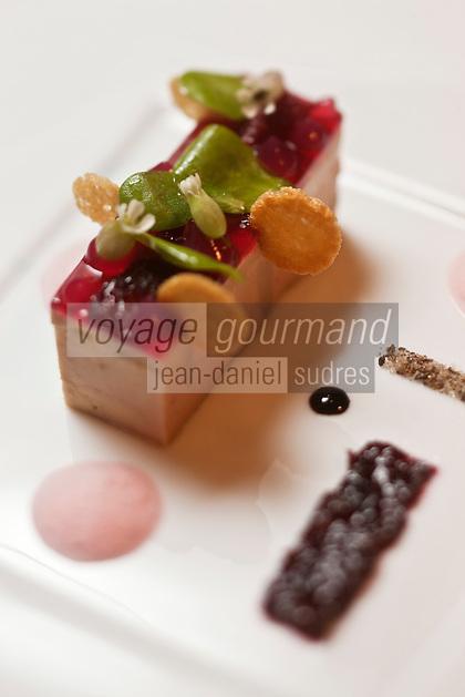 Europe/France/Auvergne/15/Cantal/Chaudes-Aigues:  le foie gras avec son condiment de cerise Burlat, son poivre des moines,  recette de Serge Vieira du Restaurant: Serge Vieira, au Château de Couffour
