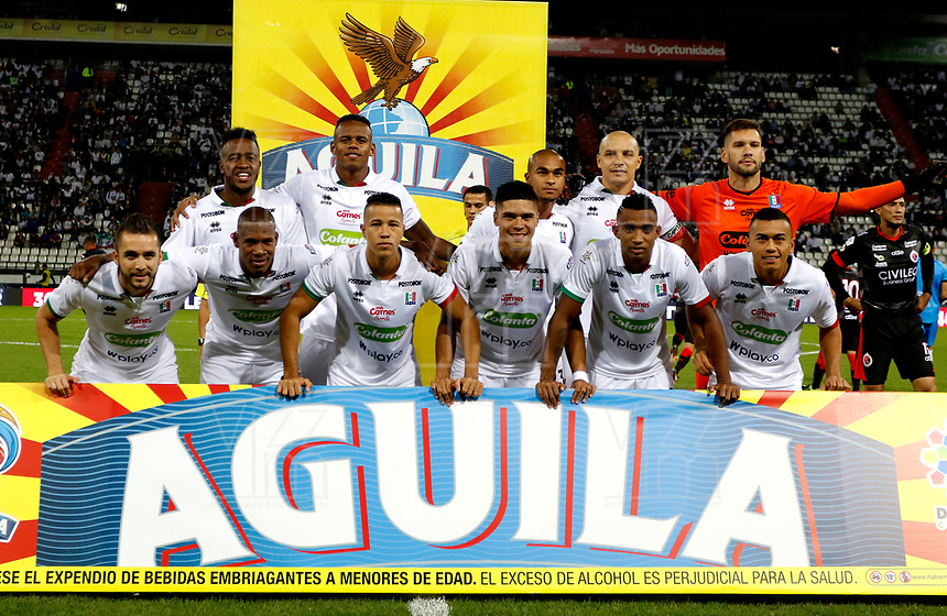 MANIZALES-COLOMBIA, 11-02-2019: Los jugadores de Once Caldas, posan para una foto antes de partido de la fecha 4 entre Once Caldas y Cúcuta Deportivo, por la Liga de Aguila I 2019 en el estadio Palogrande en la ciudad de Manizales. / The players of Once Caldas, pose for a photo prior a match of the 4th date between Once Caldas and Cucuta Deportivo, for the Liga de Aguila I 2019 at the Palogrande stadium in Manizales city. Photo: VizzorImage  / Santiago Osorio / Cont.
