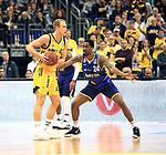 12.02.2019, Mercedes Benz Arena, Berlin, GER, ALBA ERLIN vs.  Basketball Loewen Braunschweig, <br /> im Bild Luke Sikma (ALBA Berlin #43), Shaquille Hines (Braunschweig #24)<br /> <br />      <br /> Foto © nordphoto / Engler