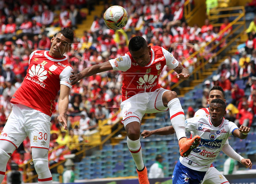 BOGOTÁ -COLOMBIA-17-ABRIL-2016.William Tesillo (Der.) de Independiente Santa Fe   disputa el balón con  Pasto durante partido por la fecha 13 de Liga Águila I 2016 jugado en el estadio Nemesio Camacho El Campin de Bogotá./ William Tesillo (R) of Independiente Santa Fe fights for the ball with of Pasto during the match for the date 13 of the Aguila League I 2016 played at Nemesio Camacho El Campin stadium in Bogota. Photo: VizzorImage / Felipe Caicedo / Staff