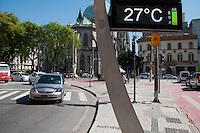 SÃO PAULO-SP-30,10,2014-CLIMA TEMPO SÃO PAULO -(Praça João Mendes) A temperatura terá maxima de até 33° e temperatura média de 30° na capital paulista.Região central da cidade de São Paulo,na manhã dessa quinta-feira,30(Foto:Kevin David/Brazil Photo Press)