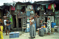 "Südasien Asien Indien IND Asien Indien Megacity Metropole Mumbai Bombay .Slumhuetten an einer Strasse im Stadtzentrum  - Städtewachstum Hütten wohnen Notunterkunft Wohnraum Mieten Miete urban Verslumung Slums Migration vom Land Armut Elend Urbanes Leben Slumbewohner Slum Trinkwasser Wasser Obdachlose Obdachlosigkeit Hygiene Stadtplanung Probleme Urbanisierung Immobilien Vertreibung sozial soziale Konflikt Inder indisch xagndaz | .South Asia India Mumbai Bombay .slum huts at main road in centre  - Migration poverty misery slums water poor migration from villages living in huts in slum in megacity metropole slum dweller construction housing city growth water health .| [ copyright (c) Joerg Boethling / agenda , Veroeffentlichung nur gegen Honorar und Belegexemplar an / publication only with royalties and copy to:  agenda PG   Rothestr. 66   Germany D-22765 Hamburg   ph. ++49 40 391 907 14   e-mail: boethling@agenda-fototext.de   www.agenda-fototext.de   Bank: Hamburger Sparkasse  BLZ 200 505 50  Kto. 1281 120 178   IBAN: DE96 2005 0550 1281 1201 78   BIC: ""HASPDEHH"" ,  WEITERE MOTIVE ZU DIESEM THEMA SIND VORHANDEN!! MORE PICTURES ON THIS SUBJECT AVAILABLE!! INDIA PHOTO ARCHIVE: http://www.visualindia.net ] [#0,26,121#]"