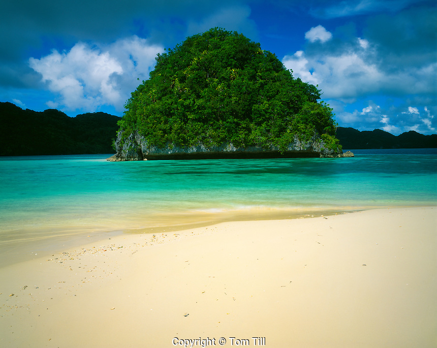 Honeymoon Beach, Rock Islands National Park,.Republic of Palau, Micronesia