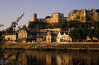 Europe/France/Centre/Indre-et-Loire/Vallée de la Loire/Chinon : Le Château et la Vienne