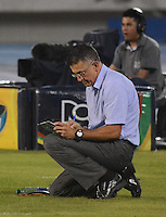 BARRANQUIILLA -COLOMBIA- 21-09-2014. Juan Carlos Osorio técnico de Atlético Nacional durante partido partido con Uniautonoma por la fecha 10 de la Liga Postobón II 2014 jugado en el estadio Metropolitano de la ciudad de Barranquilla./ Juan Carlos Osorio¨coach of Atletico Nacional during the match against Uniautonoma for the 10th date of the Postobon League II 2014 played at Metropolitano stadium in Barranquilla city.  Photo: VizzorImage/Alfonso Cervantes/STR